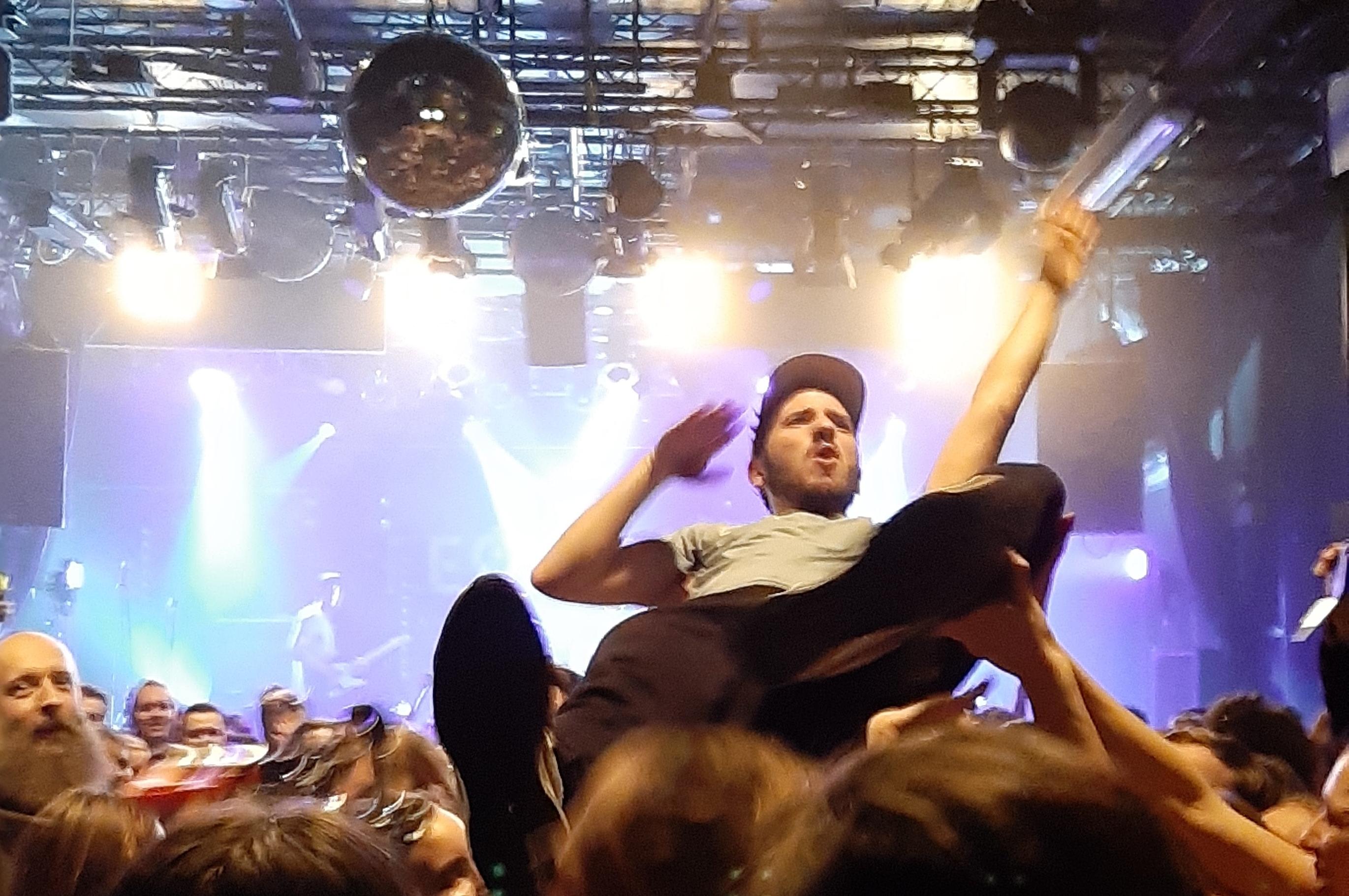 Leoniden im SO36 Das Spektakel des Jahres Picky Magazine Pickymagazine Blond Live Konzert Musik Indie Newcomer Blog Online Indie Rock Bericht Kids People