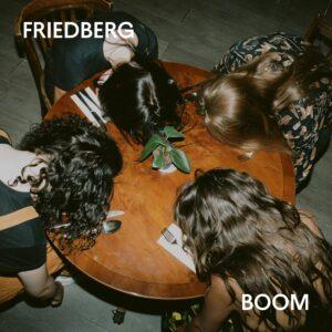 Bayerische Kleinstadt explodiert! Friedberg mit Debüt-Single Boom