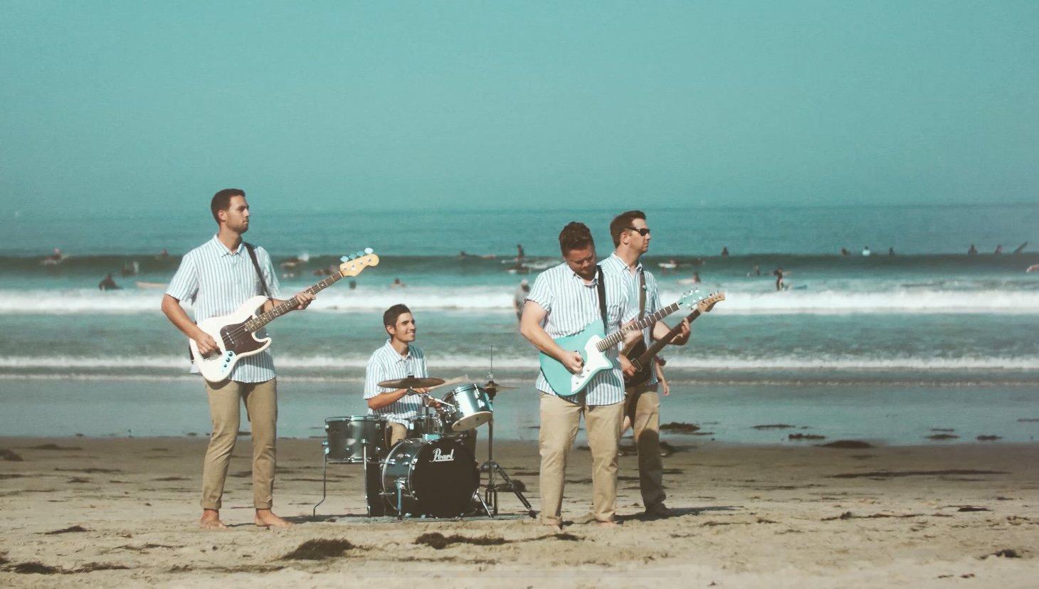 Die Band Nite Tides am Strand
